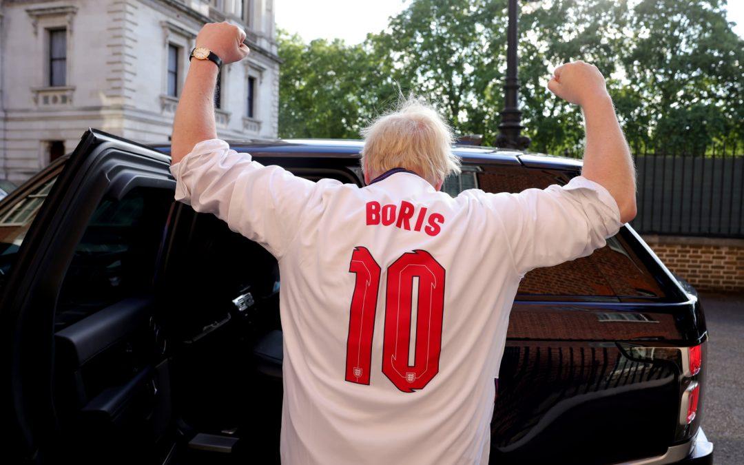 Борис Джонсън нахъсва националния футболен тим