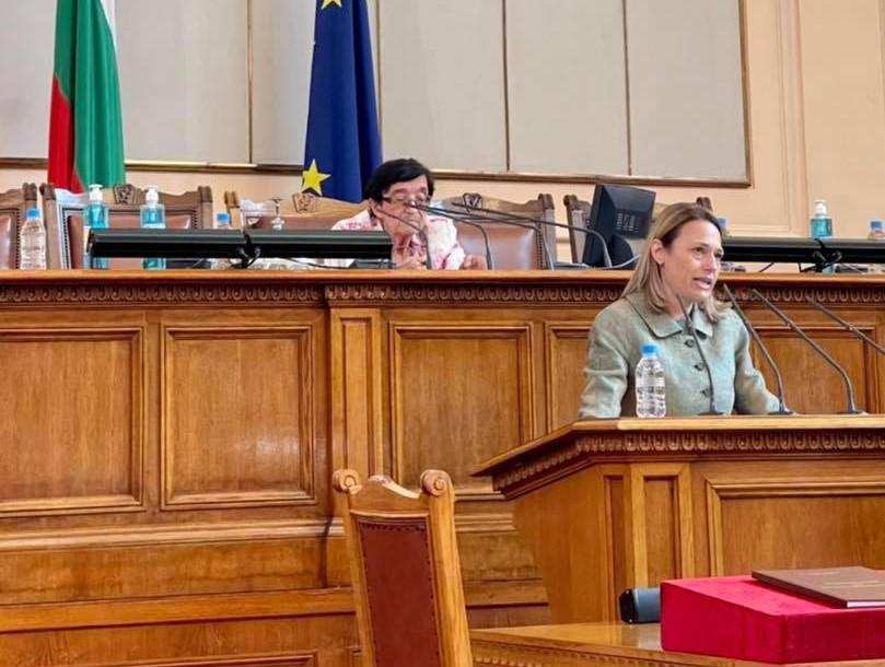 Първото заседание на 46-то НС започна с кворум от 214 депутати, председател е Ива Митева
