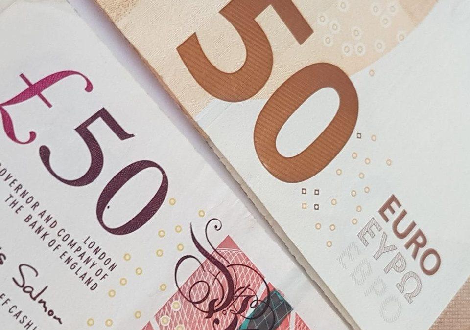 Икономиката на Обединеното кралство ще продължи да се възстановява, но има сериозен риск